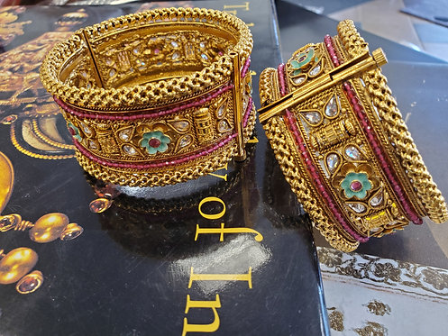 Beautiful carving kada / bangles