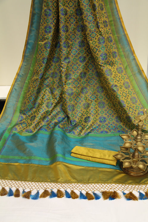 Pure Hand-loom Satin Silk Tanchoi Banarasi Saree