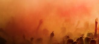 an-orange-holi-colors-over-the-crowd_edi