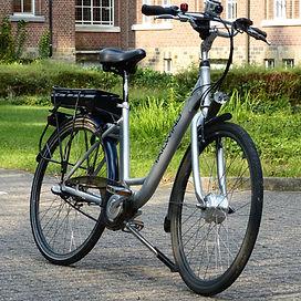 Op de elektrische fiets