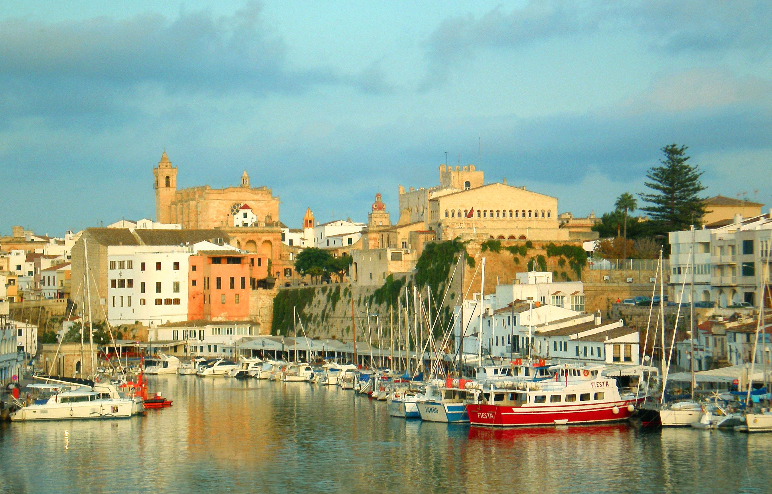 Isla_de_Menorca_-_Vista_del_puerto_de_Ci