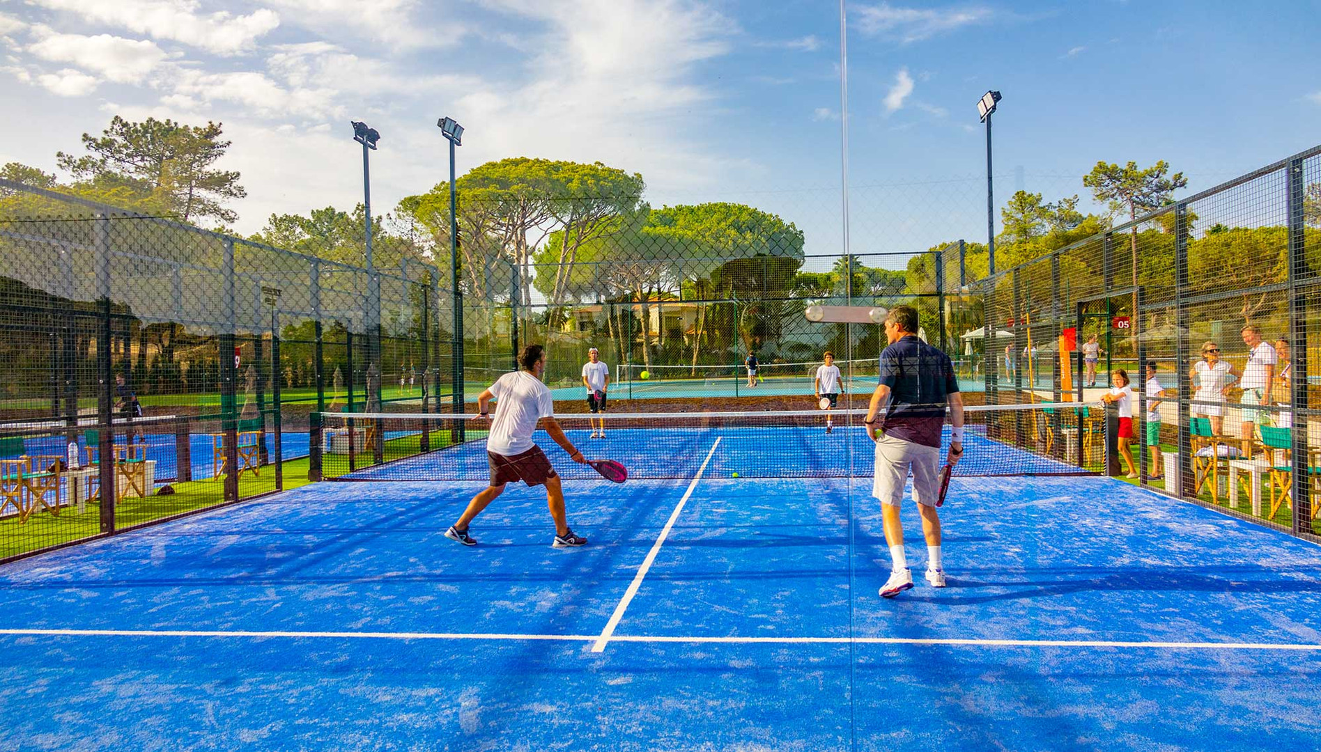 adult-group-coaching-padel-the-campus-qu