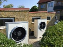 Bosch Compress 6000 Luft vatten installation med dubbla utedelar i Nyhamnsläge