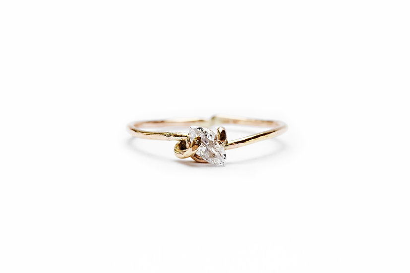 SINGLE MARQUISE DIAMOND RING