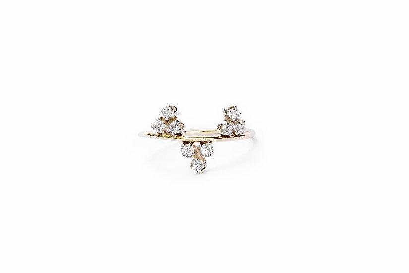 TRIANGLE TRIO DIAMOND RING