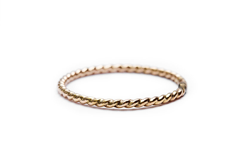 SIMPLE TWISTED GOLD BAND