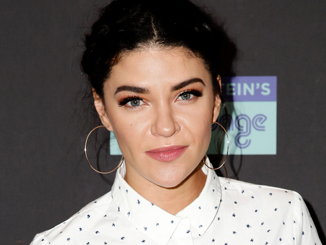Jessica Szohr terá papel regular na série The Orville