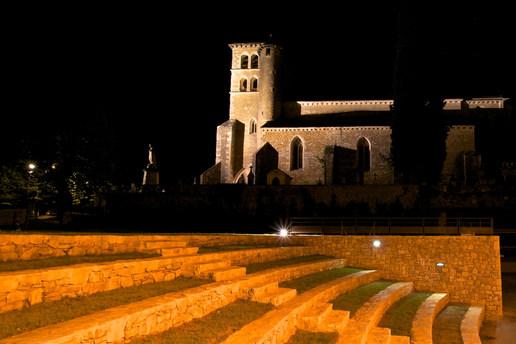 théâtre de verdure et église Saint Sauveur de Puy l'évêque