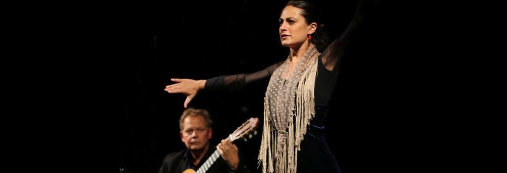Michel Grizard (guitare) et Helena Cueto (danse)