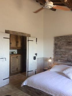Schlafzimmer 1 mit begehbarem Schrank_Apartment Emilia