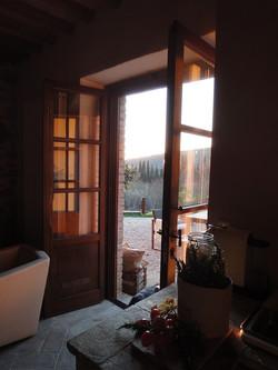 La Torretta 42_ Apartment GIULIA_Blick in den Garten (2)