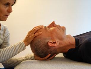Kopfbehandlung bei Kopf- und Nackenschmerzen