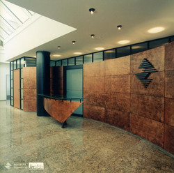 Bürotrennwand mit Kupfer-Verkleidung