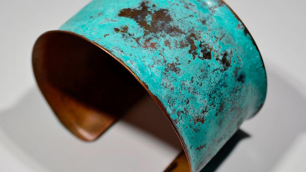 Bracelet manchette en cuivre patiné