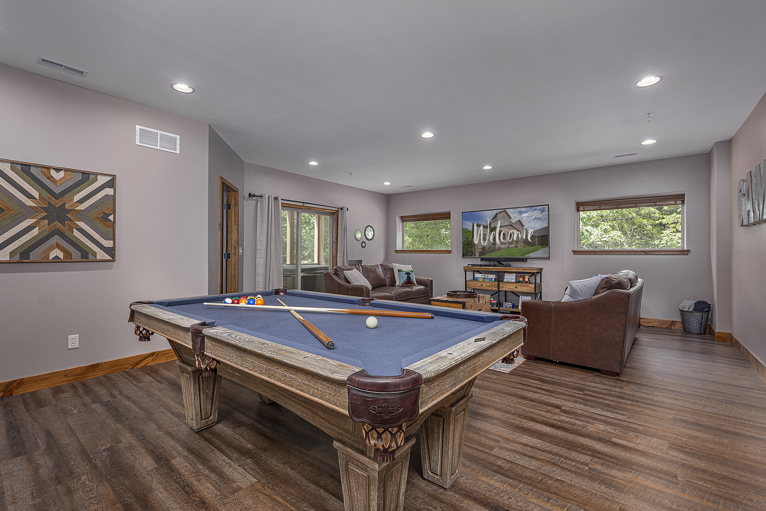 Lower Level Rec Room w/7ft pool table, 7