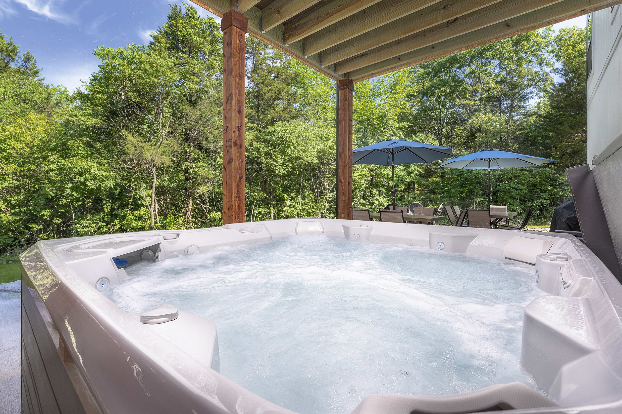 7 person hot tub