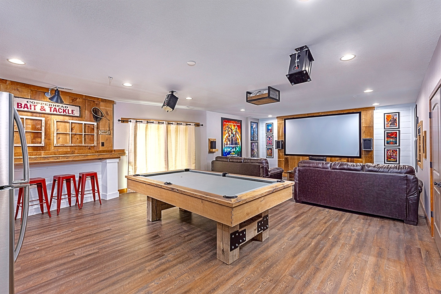Large Rec Room w/Theater, Pool Table