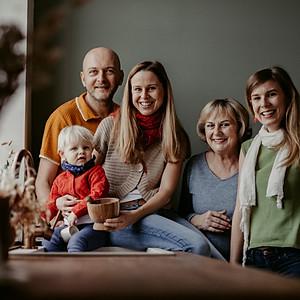 Macher Tünde - Family Portrait
