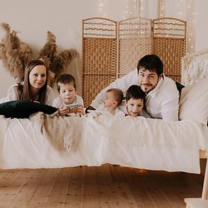 Karpathi Family - Portrait
