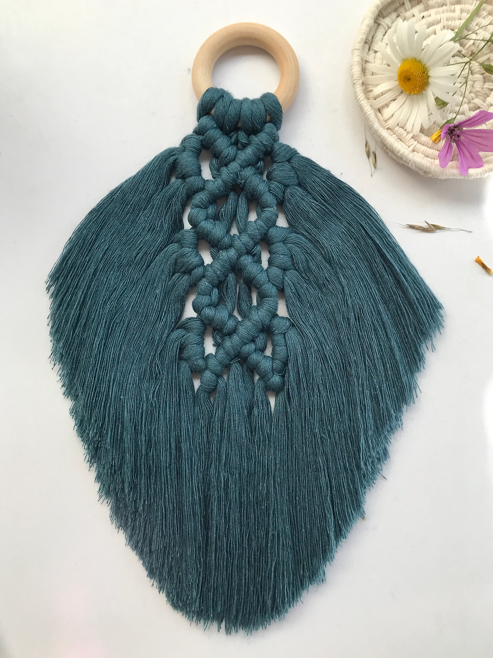 Large macrame feather free tutorial