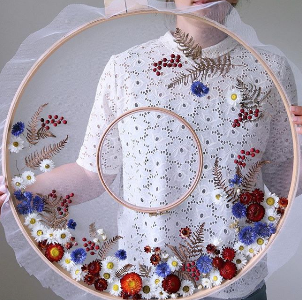 Olga Prinku wreath on large loop