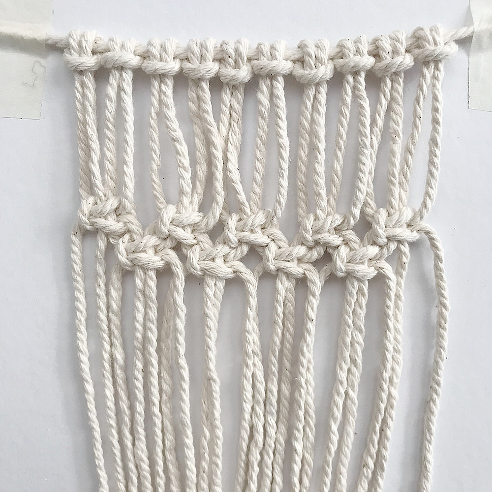 MACRAME COASTER FIRST 2 ROWS OF SQUARE KNOTS