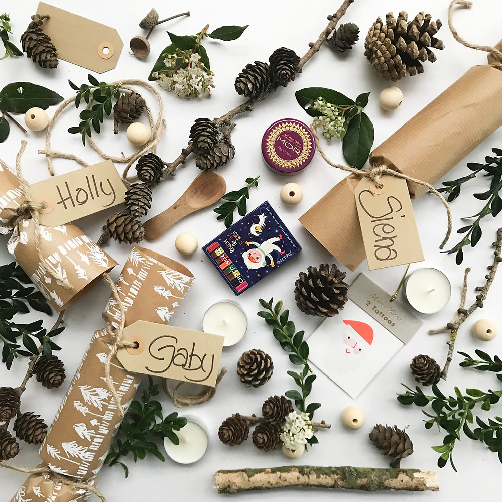 easy tutorial to make Christmas crackers