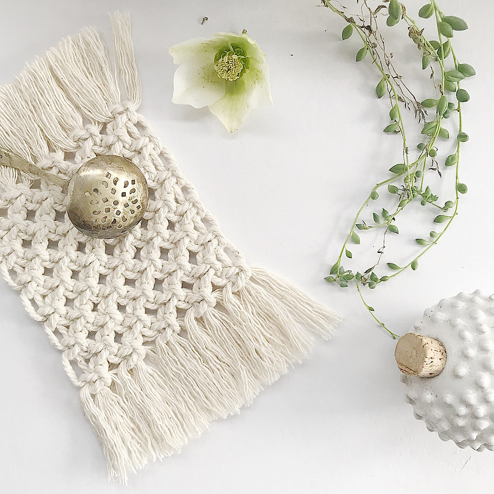 macrame coaster- free tutorial