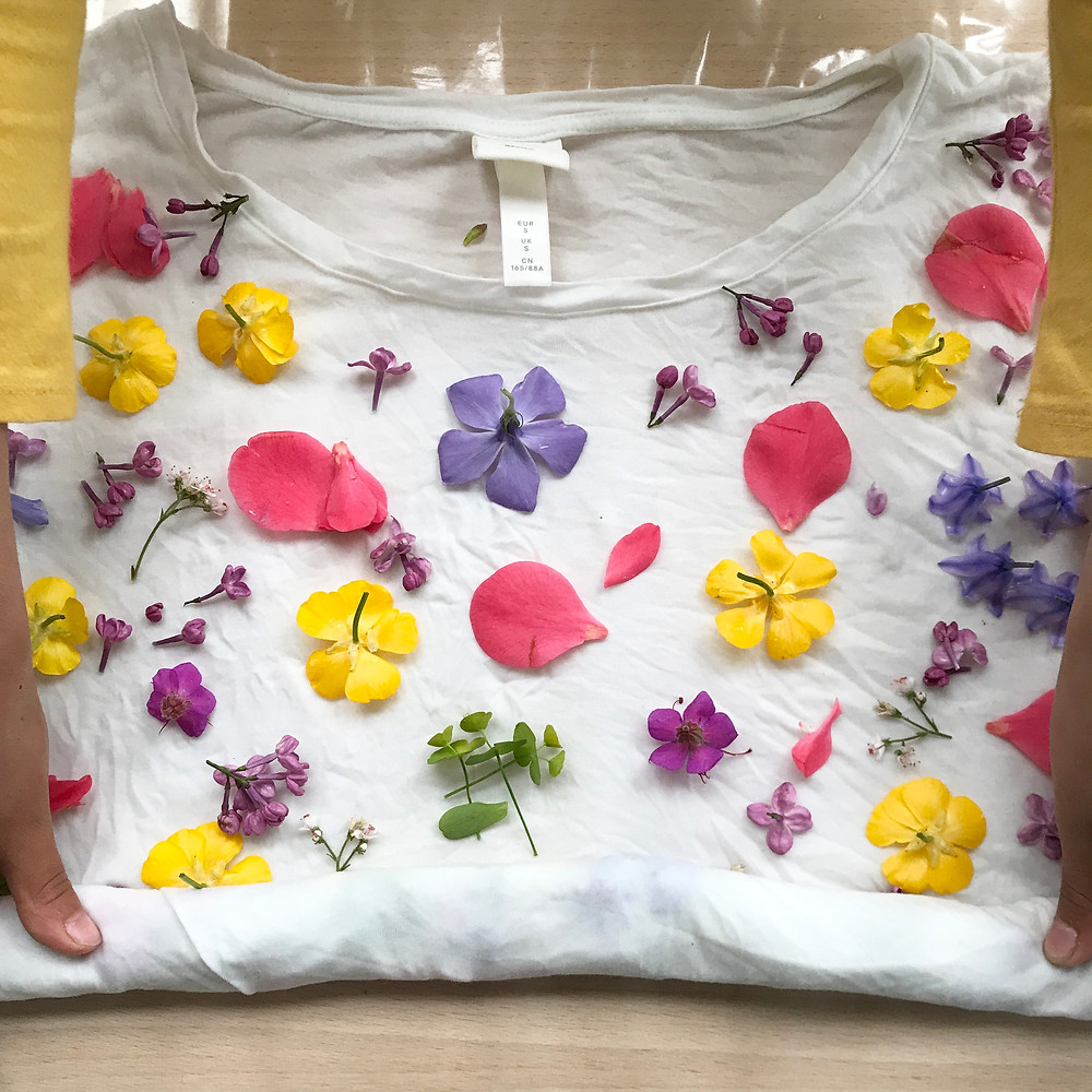 rolling the t-shirt for dyeing