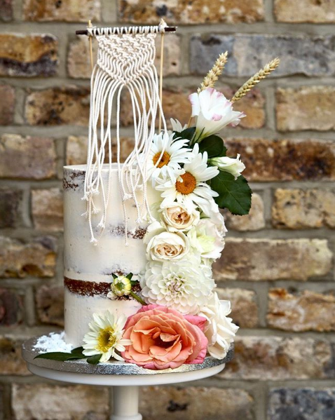 Cake with macrame topper