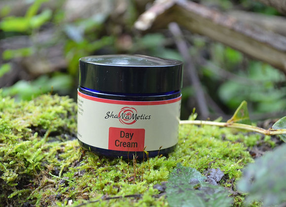Day cream with red raspberry seed oil and lavender oil