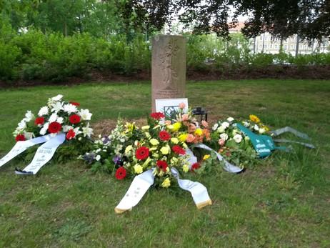 Gedenkstele für Alberto Adriano im Stadtpark Dessau