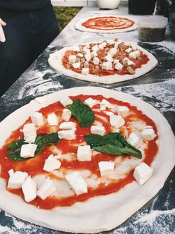 mobileoven_pizzas.JPG