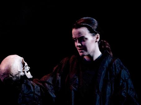 Hamlet: Text, Show & Media