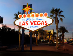 welcome-to-las-vegas-sign-at-dusk
