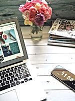 macbook-air-flower-bouquet-and-magazines