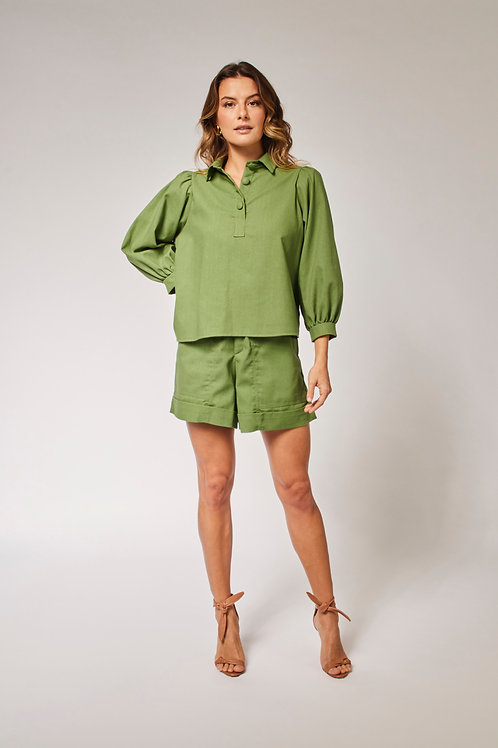 Frente do shorts linho verde les cloches