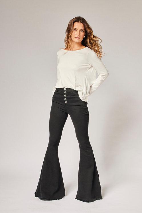 Frente da calça jeans flare preta les cloches