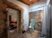 Cusco's en-suite Bathroom