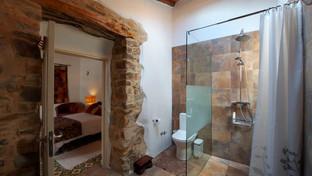 Cusco's Ensuite Bathroom