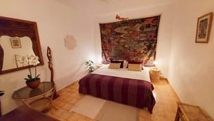 Room 3: BALI: king-bed setup