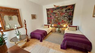 Room 3: BALI: twin-bed setup