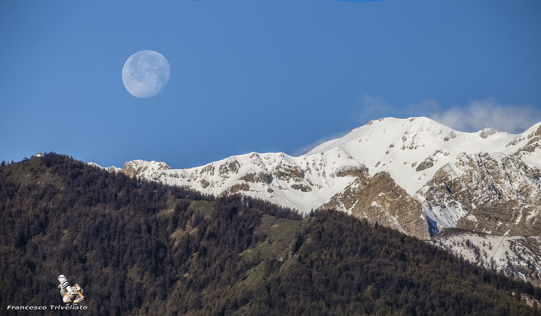 Luna che tramonta nelle Alpi Graie