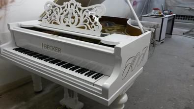 """Белый рояль """"J.Beker"""""""
