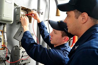 ayudante-de-electricista.jpg