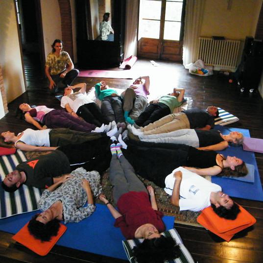 relaxació i risoteràpia al retir de Can Gregori Juny