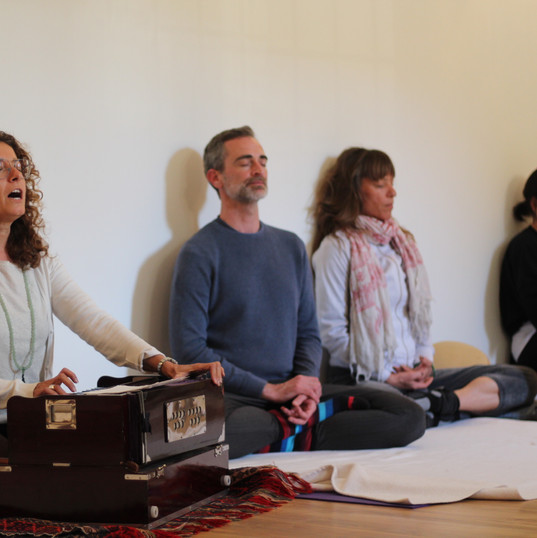 kirtan-cant de mantras amb Carme Nalini