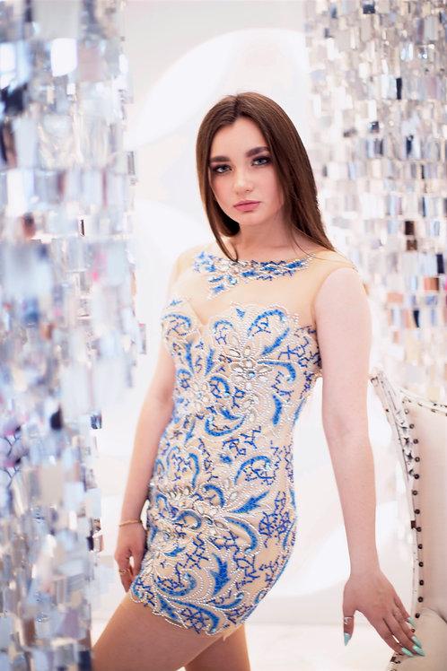 Элегантное нюдовое платье