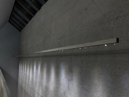 Foyer im Licht auf gestocktem Beton