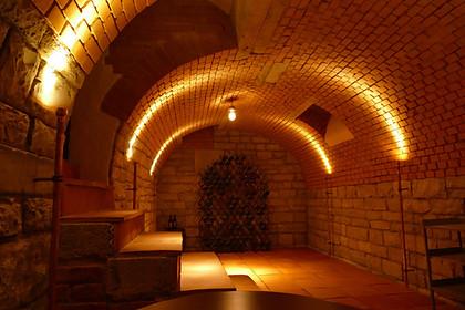 Ein privater Weinkeller - Lichtidee für den guten Tropfen. Angefertigt vom Kunden selbst auf Maß - ein spezielles Projekt